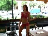 Девушка гуляет по городу голышом в боди-арте. Часть 2